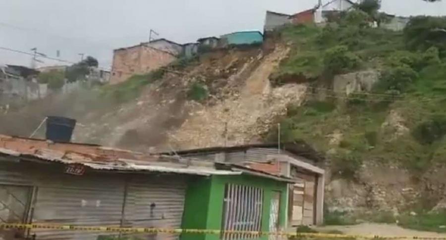 Derrumbe en montaña de Soacha. Foto Twitter @jnietoblanco