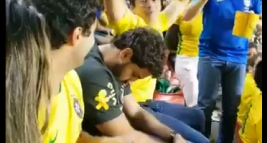 Hincha brasileño dormido