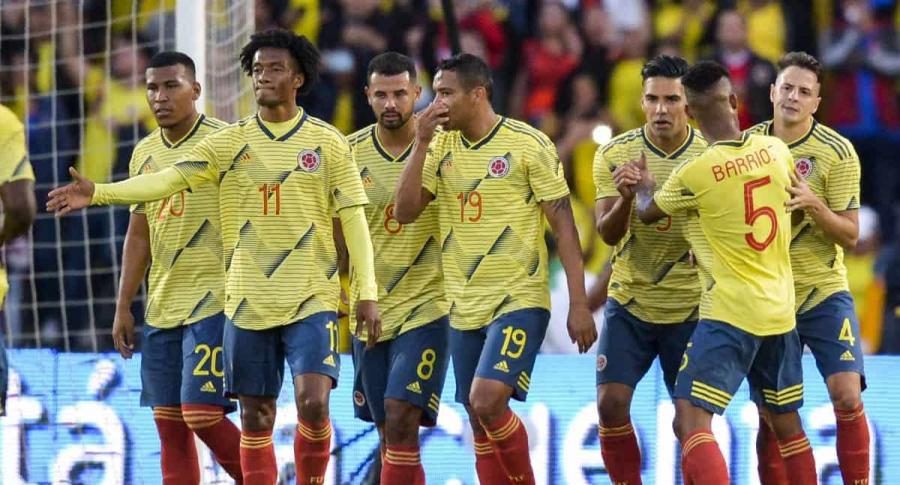 Luis Muriel y jugadores Selección