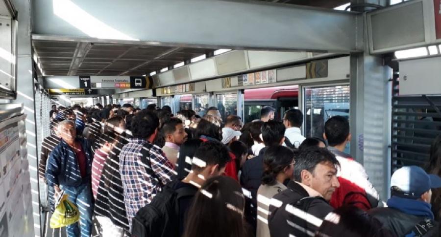 Congestión en Transmilenio. Foto Twitter @NoticiasRPTV