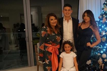 James Rodríguez, futbolista, con su mamá, Pilar Rubio; su hermana, Juana Valentina Restrepo; y su hija, Salomé.