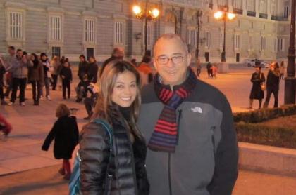 Jota Mario Valencia, presentador, y su pareja Gineth Fuentes.
