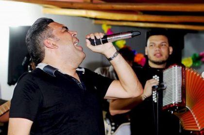 Luis Mario Oñate, cantante.