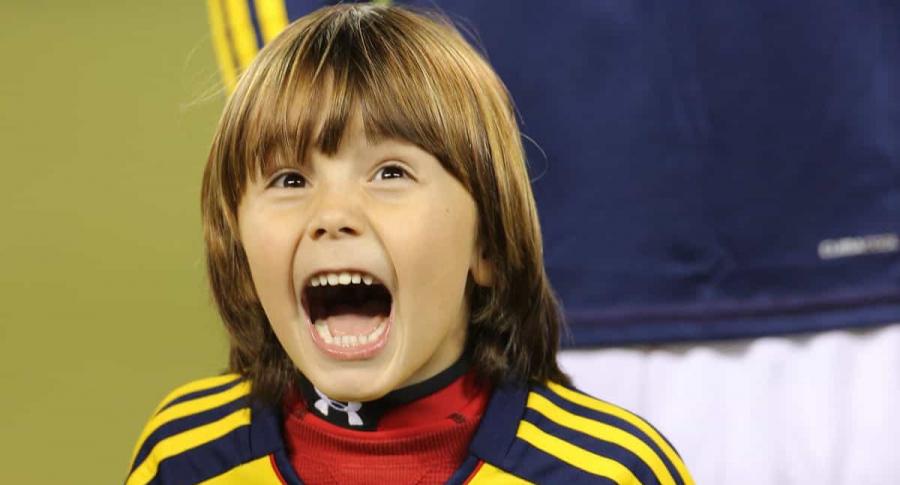 Niño con camiseta de Selección Colombia.