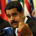 Nicolás Maduro. Luis Gerónimo Abreu, quien personifica a Bolívar.
