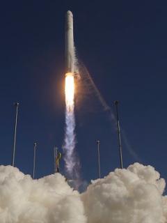 Lanzamiento de cohete en uno de los centros de la NASA