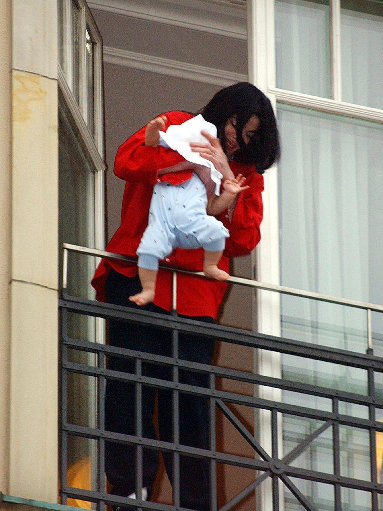 Michael Jackson con su hijo Prince Michael II