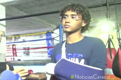 Joven boxeador apuñalado.
