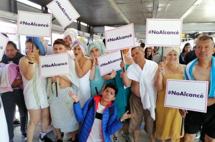 Protestan en toalla y chanclas #NoAlcancé
