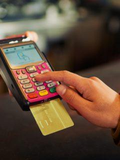 Cero y van dos: este mes va a salir más caro comprar con tarjetas de crédito en Colombia