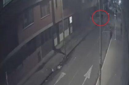 Video de asesinato a motociclista en barrio Las Ferias. Captura de video Twitter John Cerón