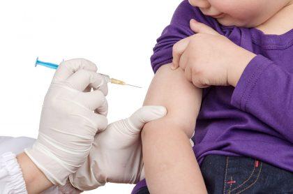 Vacuna a niño. Imagen de referencia Getty.