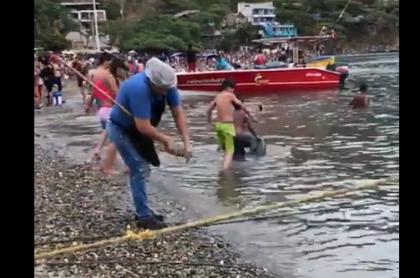 Mujer que lavó trapero en mar de Taganga