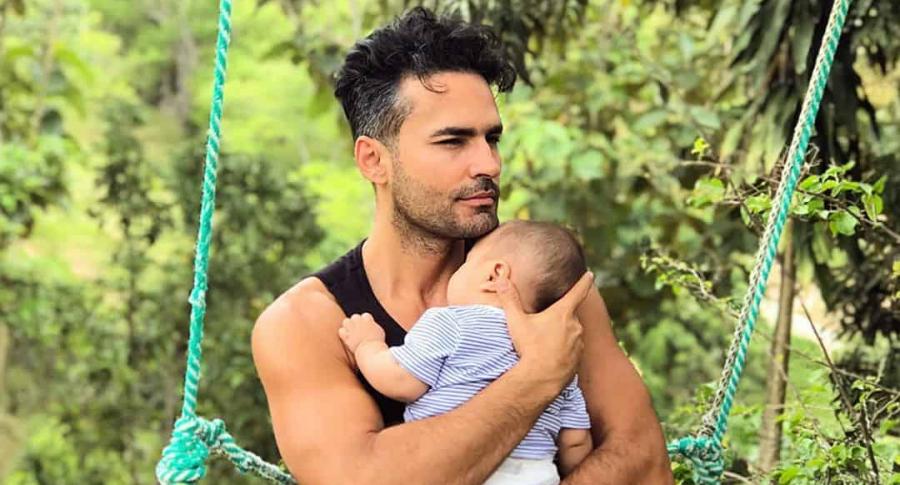 Fabián Ríos y su bebé