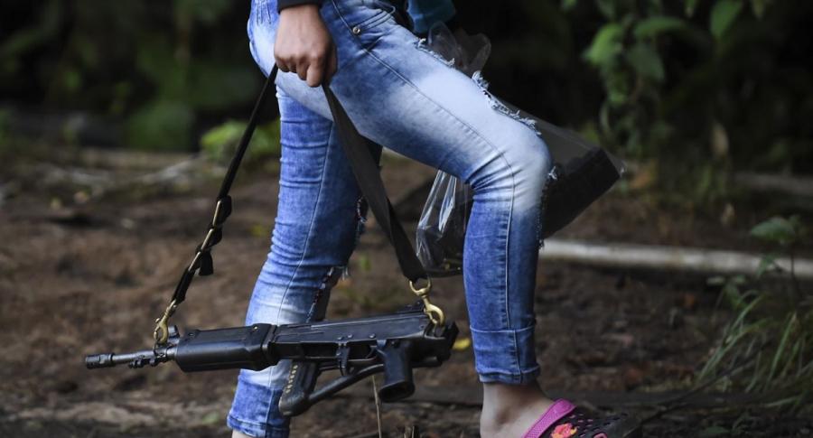 Mujer con fusil