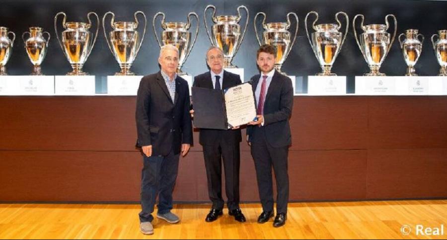 Álvaro Uribe, Florentino Pérez y Daniel Estrada, presidente de la Fundación Revel