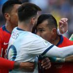 Lionel Messi y Gary Medel