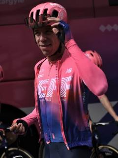 """[Video] """"Como le parece güevon"""": 'Rigo' le contesta a periodista en Tour de Francia"""