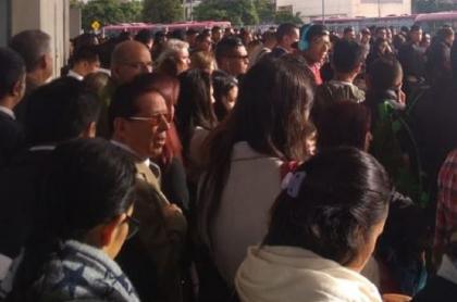 Congestión de pasajeros de Transmilenio en Suba. Foto: Twitter-@ELCUENTAZZO