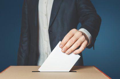 Persona votando. Imagen de referencia Getty.