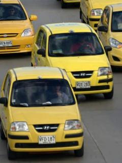 Esto es lo que (en promedio) gana un taxista a diario, en Bogotá