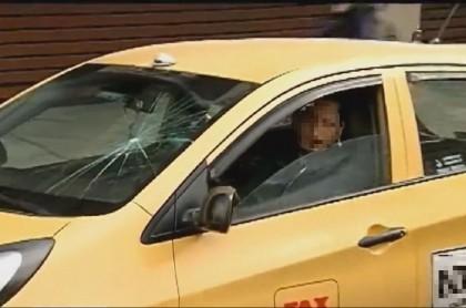 Taxi atacado en paro