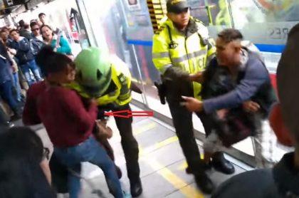 Policía atacado por perro