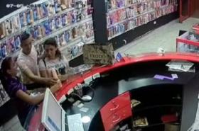 [Video] Mujer roba vibrador que viene con 'todos los juguetes'... y quedó grabada