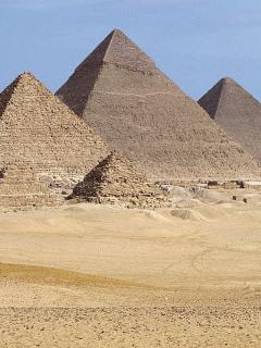 Arrestan a hombre por fotografiarse con las nalgas al aire en pirámides de Guiza