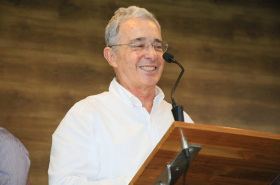 Uribe, beneficiado por manipulación de audios y chuzadas desde la Fiscalía