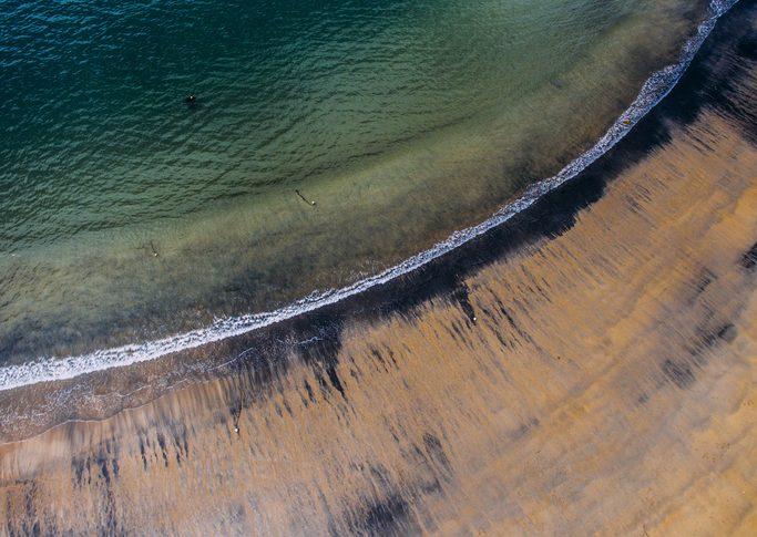 Mar contaminado con petróleo