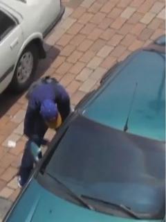 No deje su carro ni 2 minutos solo en la calle, así es como ladrones lo abren en 3 segundos