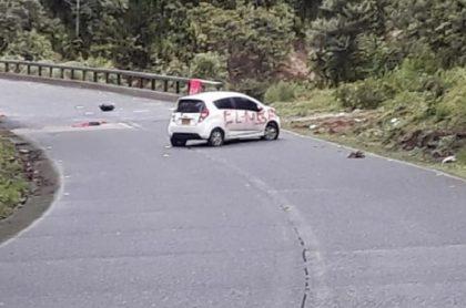 Carro vandalizado por el Eln