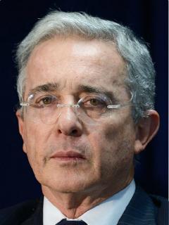 Así se verán cuando sean cuchos Uribe, Santos, Petro y otros políticos colombianos