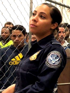 [Video] La sexy agente latina en EE. UU. que tiene enamorados a inmigrantes indocumentados