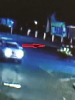 Revelan video del momento en que hombres asesinan a policía desde una camioneta