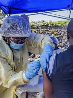 Ébola no solo afecta a África: el brote ya es considerado una emergencia sanitaria mundial