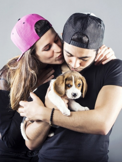 Más de la mitad de los dueños de perros prefieren besarlos a ellos que besar a su pareja