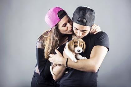 Pareja con perro