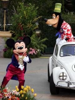 Heredera de Disney, furiosa porque empleados de Disneyland estarían comiendo basura
