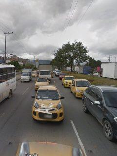 Monumental trancón por muerte de motociclista en la Avenida Ciudad de Cali con Calle 13