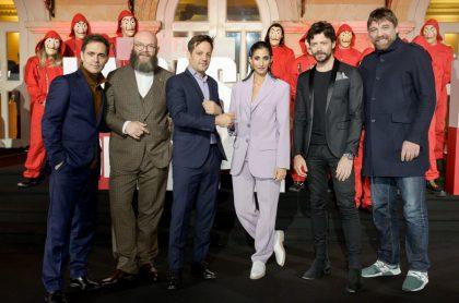 Pedro Alonso, Darko Peric, Rodrigo de la Sera, Alba Flores, Álvaro Morte y Havik Keuchkerian, de 'La casa de papel'.