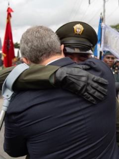 El valiente policía que llevó a Duque a romper el protocolo en el Desfile del 20 de Julio