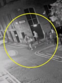 [Video] Hombre da brutal puño en la cara a mujer que lo rechazó a la salida de un bar