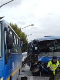 5 personas heridas por fuerte choque entre 2 buses del SITP, en el occidente de Bogotá