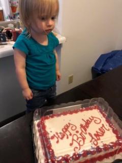 """""""Feliz cumpleaños, perdedora"""": pastelería felicitó así a niña de 2 años (por error)"""