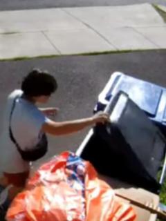 Niño pasó 30 minutos escondido dentro de bote de basura para escapar de la policía