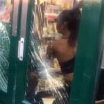 Ladronas golpean a vendedora.