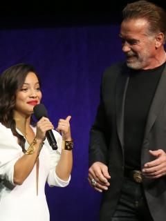 Natalia Reyes y Arnold Schwarzenegge