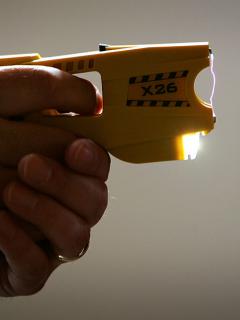 [Video] Lo electrocutaron para robarlo, en Bogotá, y ahora podría morir